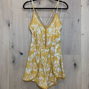 🌿Women's yellow floral romper